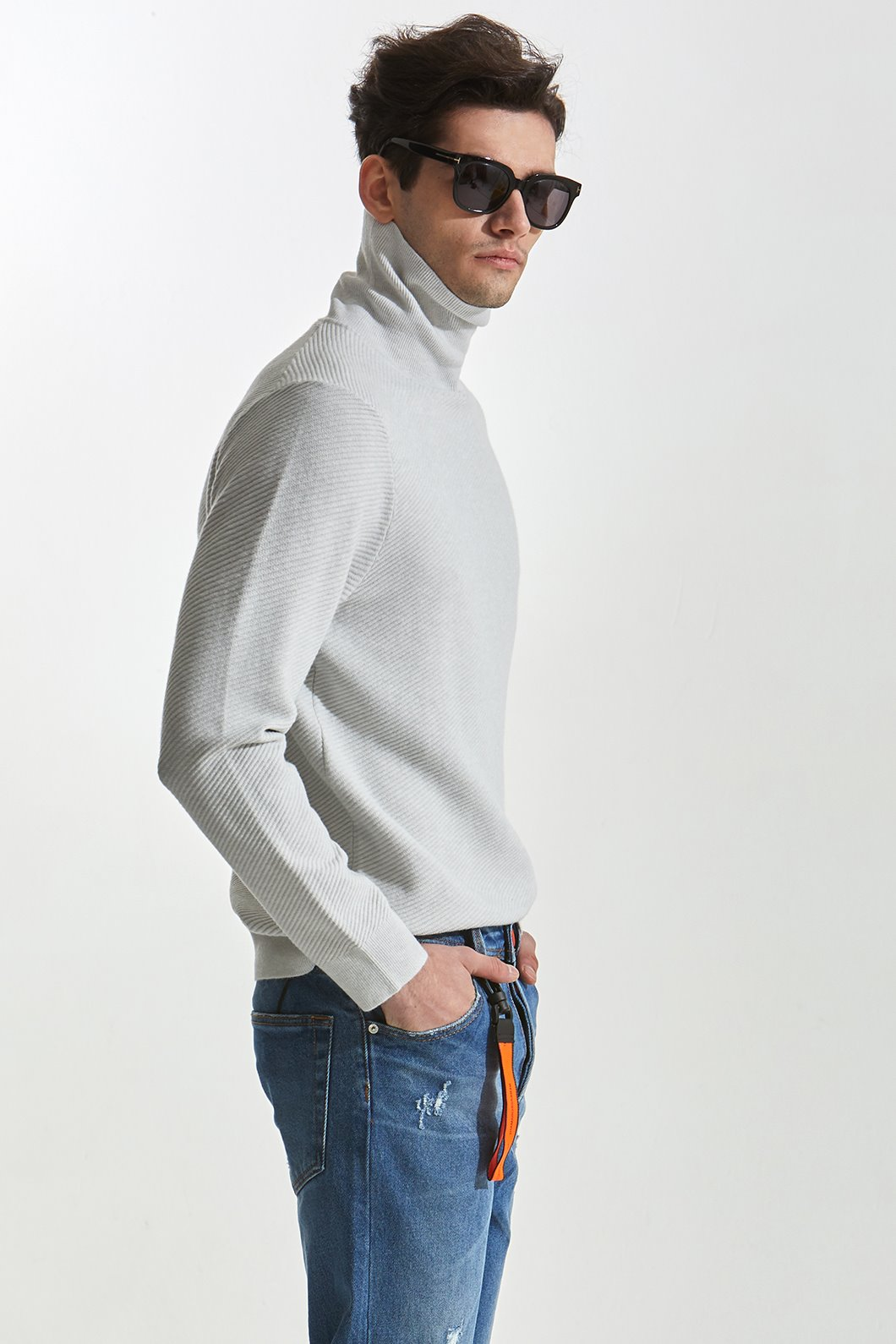 Desrochers turtleneck knit-2Color