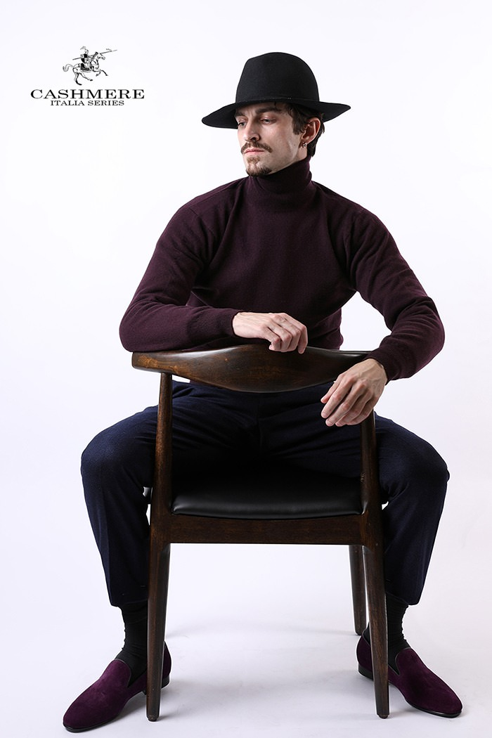 466 ROYAL CASHMERE TURTLENECK-BURGUNDY